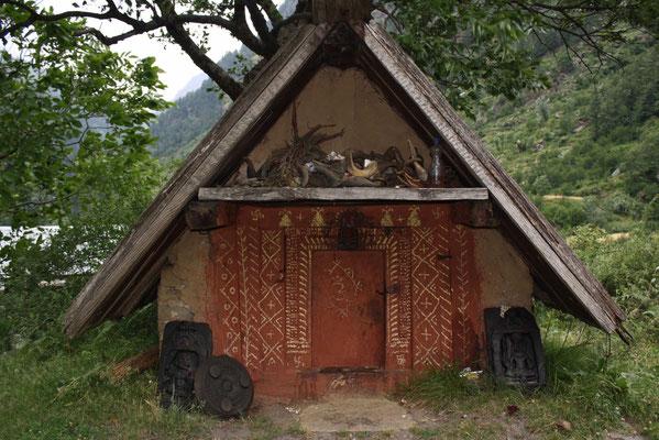 Zeugen der animistischen Religionen der Bergbewohner sind überall präsent