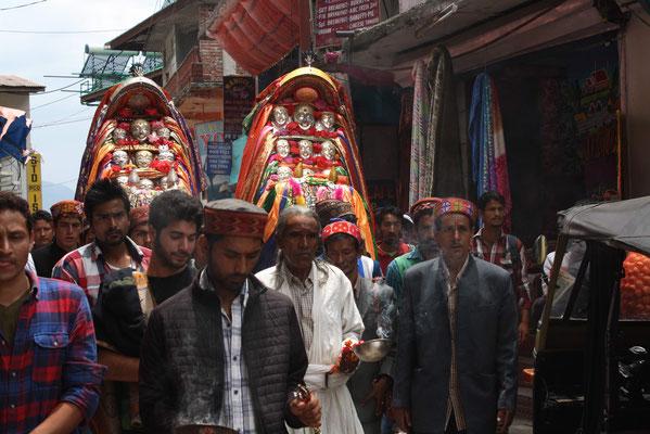 In großen Prozessionen werden hier noch die Idole der lokalen Götter durch den Ort getragen