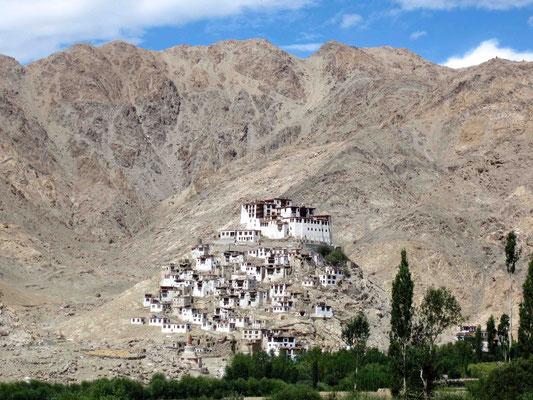 Ladakh ist ein Land der Gompas, wie hier die Klöster genannt werden ...
