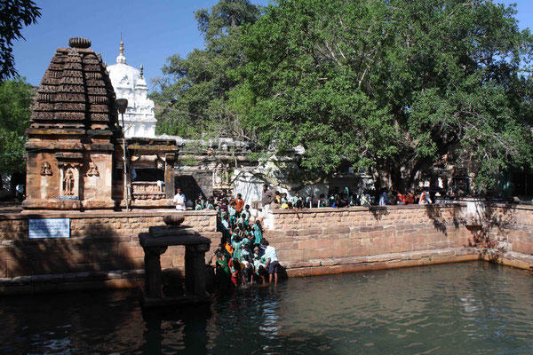 Im Tempelbecken kann man sogar baden