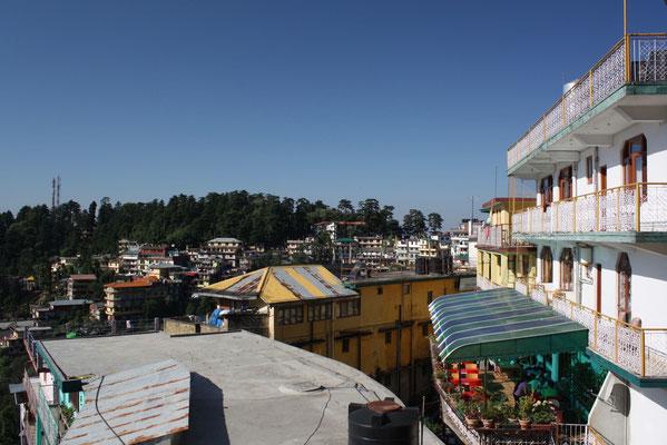 1000 Meter über Dharamsala, im Ort McLeod Ganj, ist der aus seiner Heimat vertriebene Dalai Lama zuhause