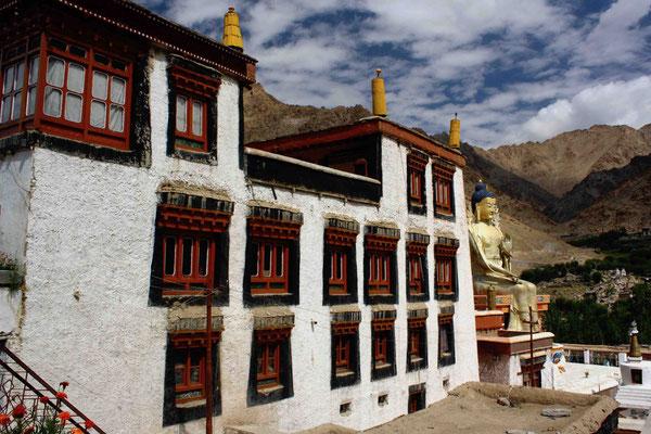 Die erste längere Tour führt zum Kloster von Likir mit dem großen goldenen Maitreya-Buddha
