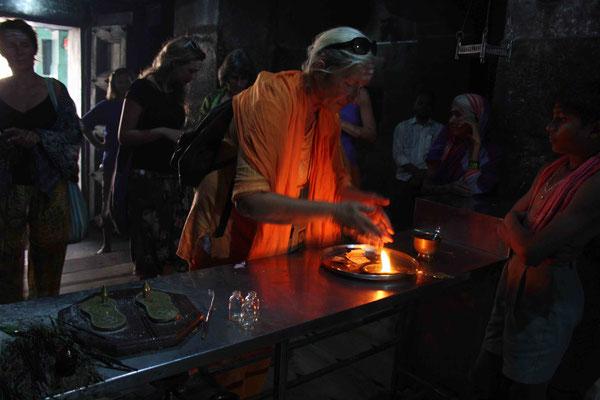 Immer wieder berührend: Unsere bedächtig vollzogenen Rituale in den Tempeln
