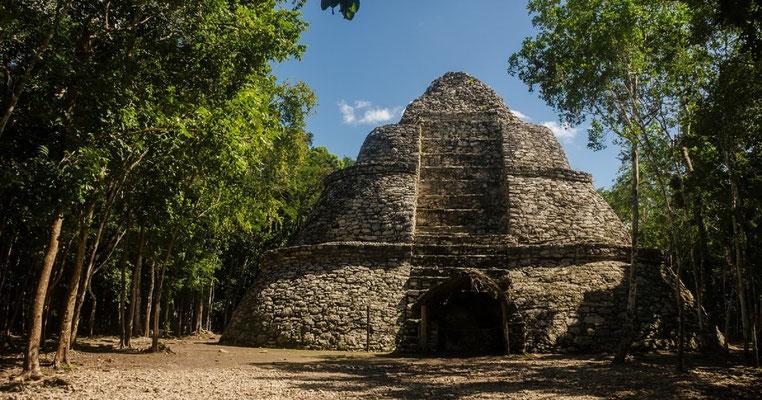 Spuren des alten Reiches der Mayas finden wir in Cobá