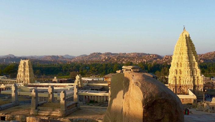 Hampi ist berühmt für seine 1000 Tempelruinen in einer irreal schönen Felslandschaft
