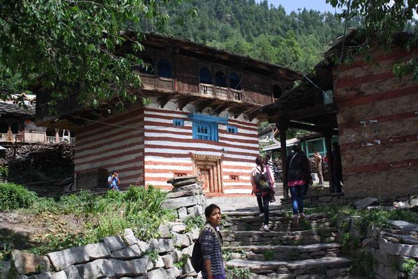 Option 1: Wir reisen tiefer in den Himalaya und weiter nach Old Manali