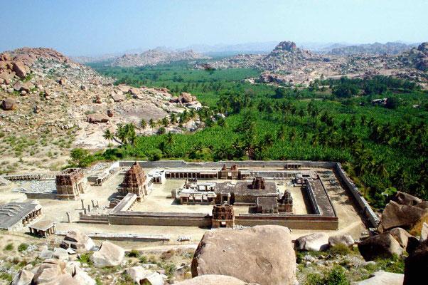 Wir besteigen den Matanga Hill mit Blick auf gigantische Tempelanlagen ...