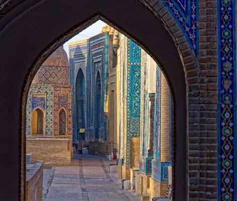 Blick in die Nekropole Shohizinda in Samarkand mit Mausoleen aus dem 9. bis 19. Jahrhundert