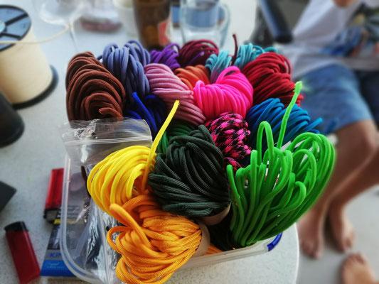 Unsere Welpenbänder - viele schöne Farben