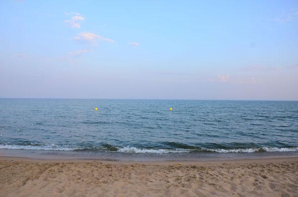 Песчаный пляж + Черное море = Блаженство