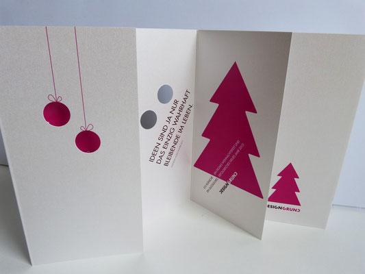 Weihnachtskarte DESIGNGRUND mit Stanzung der Weihnachtskugeln