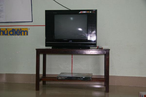 Financement d'un téléviseur par France Vietnam Partage pour 1 des écoles maternelle 2009
