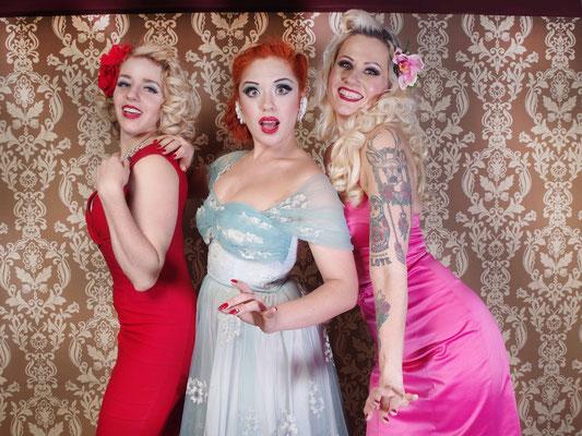 Unsere Königinnen der Nacht: (v. l. n. r.) Peggy de Lune, Lada Redstar und Rose Rainbow