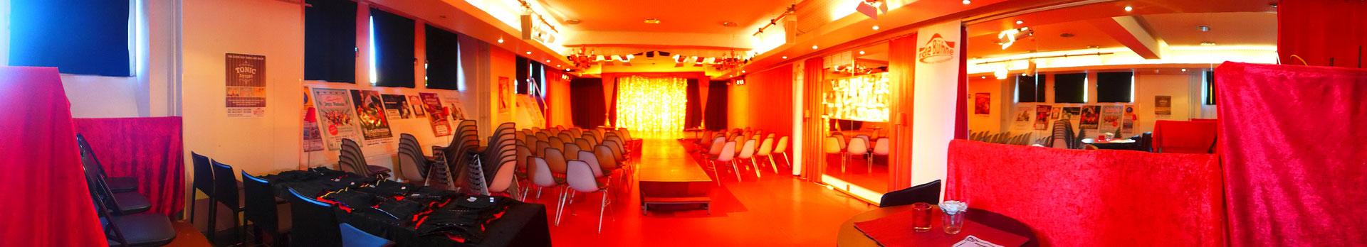 Der Theatersaal der roten Bühne, vorbereitet für den Tag der offenen Tür