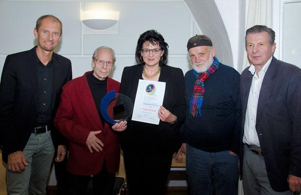 Tanja mit Jury und der Schisprunglegende Karl Schnabl, der den Preis überreichte