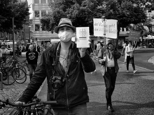 11.07.2020 Schmiedestraße - Demo der Gegner von Corona-Auflagen