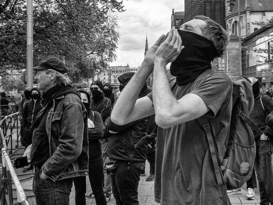 16. Mai -  Gegendemonstranten bei der Demo von Gegnern der Corona-Auflagen