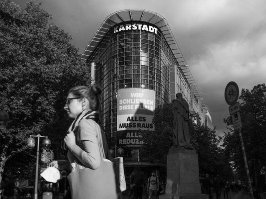 30. September -  >>Karstadt<< an der Georgstraße wird schließen 101 Mitarbeiter werden voraussichtlich ihre Jobs verlieren