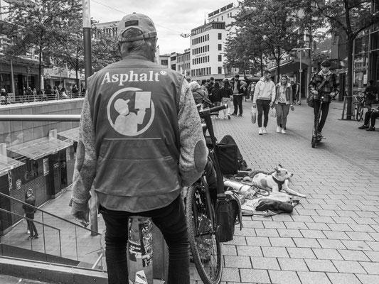 15. Mai -  Der Publikumsverkehr in der Bahnhofstraße hat wieder den Stand der Zeit vor Corona erreicht