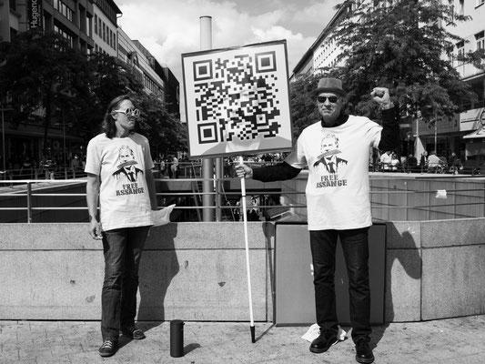 20. Juni - >>Assange<< - Unterstützer am Kröpcke