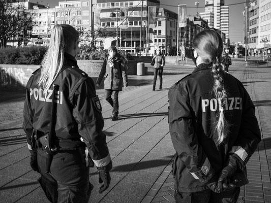 4. November - Kontrolle der Maskenpflicht am Steintorplatz