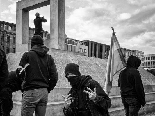 21. November - Demo der >>Querdenker<<  - Protest der Linksautonomen