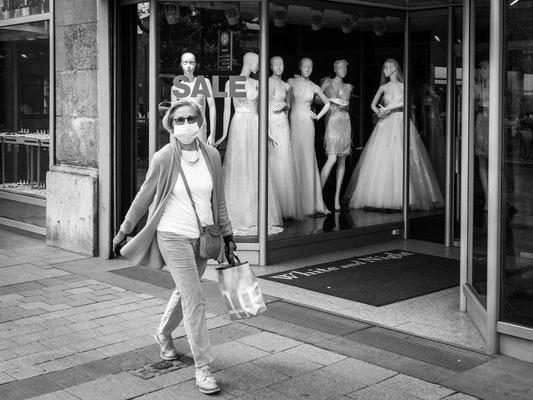 28. April - Die Geschäfte in der Georgstraße sind noch geschlossen