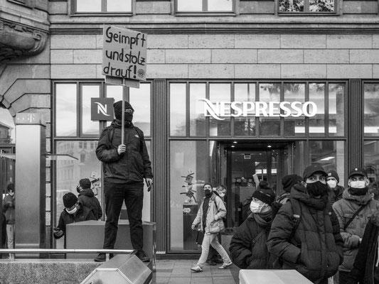 13. November - >>DIE LINKE<< und >>DIE PARTEI<< demonstrieren gegen die >>Querdenker<<