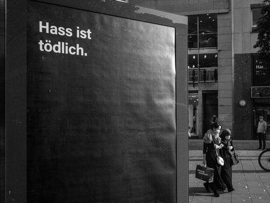 20. Oktober - Mit  >># Meine Stimme gegen Hass<< will die >> Deutschlandstiftung Integration<< Opfern von Hass und Hetze eine Stimme geben.