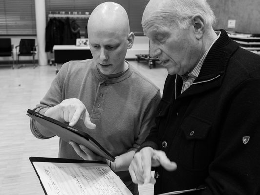Die Solisten und Kantoren Daniel Mutlu (New York), Benjamin Maissner (Toronto) stimmen sich ab