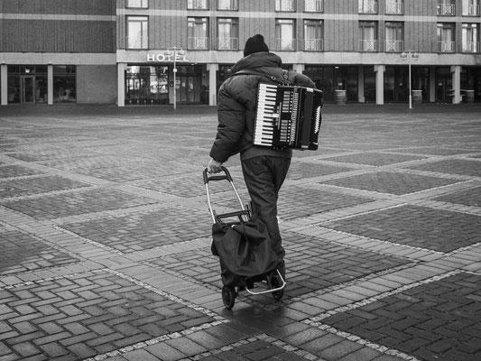 16. Dezember - Straßenmusiker auf dem Weg  zum Alten Rathaus. Heute wird noch ein Paar getraut