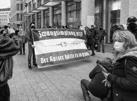 21. November - Demo der >>Querdenker<< -  eine Aktion von >>DIE PARTEI<<