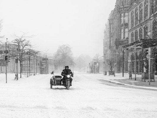 07.02.2021 Ein starker Wintereinbruch hat die Stadt im Griff. Der Straßenverkehr kommt fast zum erliegen
