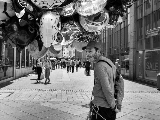 20. Juni - Ballonverkäufer in der Georgstraße