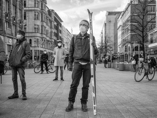 22.01.2021  Mit Schlitten und Skiern demonstieren 170 Klimaaktivisten der Bewegung Fridays vor Future am Kröpcke