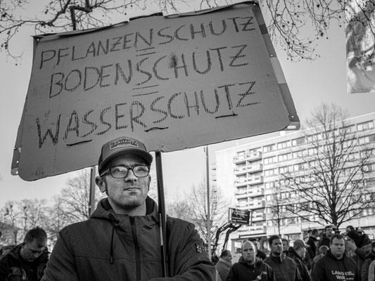 17. Januar - Landwirte protestierten vor dem neuen Rathaus  gegen die  geplante Düngeverordnung
