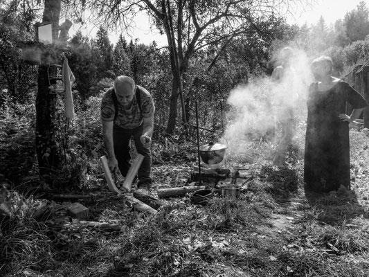Das Feuerholz muss noch gespalten werden