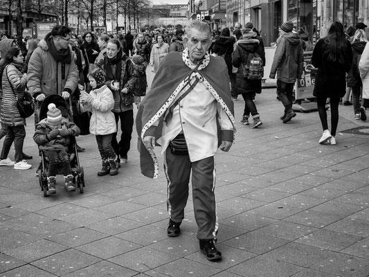 22. Februar - Georgstraße, nach dem Umzug sind die Karnevailsten ganz schnell wieder verschwunden