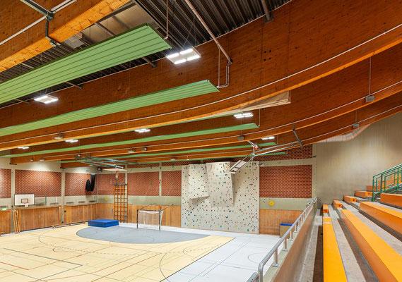 Sanierung Sporthalle Johannes Gutenberg Realschule in Dortmund, Leimbinder und Brüstungserhöhung der Tribüne