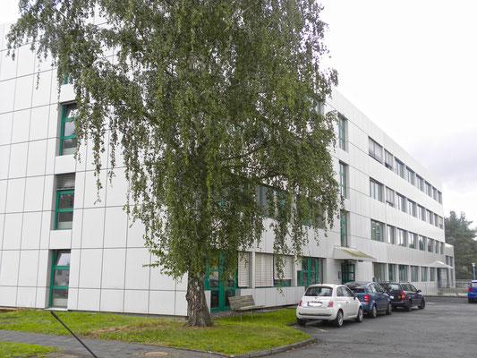 """Erweiterungsneubau Gebäude 21, """"Institut für Materialphysik im Weltraum"""", DLR, Köln, Ansicht Bestand und Erweiterung"""