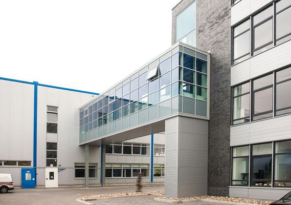 Neubau Zentralverwaltung NKT GmbH & Co. KG - Verbindungsgang