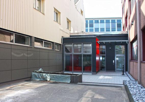 Eine repräsente Verbindung, Oerlikon Textile GmbH & Co. KG, Remscheid, Eingangsbereich