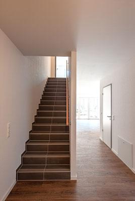 Neubau für gefördertes Wohnen in Kerpen-Horrem, Maisonettewohnung, Treppenaufgang zum 1. Obergeschoss