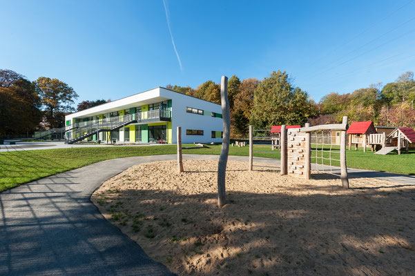 Kita Kohlstrasse, Wuppertal, Gartenansicht mit Spielplatz