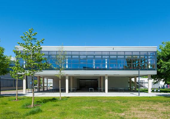 Erweiterung Hochschule Bonn-Rhein-Sieg Standort Rheinbach - Blick von Bibliothek zum Erweiterungsneubau