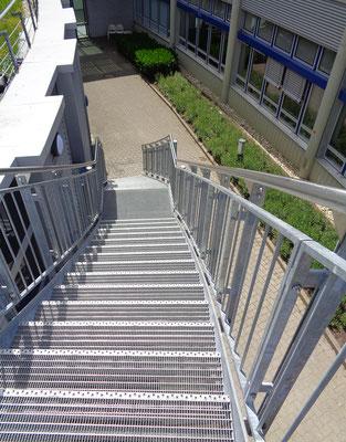 Erweiterung Hörsaalzentrum Hochschule Bonn-Rhein-Sieg, Aussentreppe