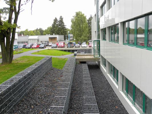 """Erweiterungsneubau Gebäude 21, """"Institut für Materialphysik im Weltraum"""", DLR, Köln, Gabionen"""