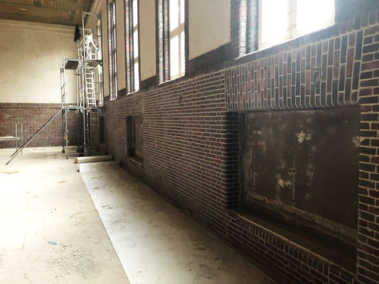 Sanierung und Umnutzung einer historischen Turnhalle zum Nachwuchsleistungszentrum, Bestandsgebäude, Halle in der Bauphase