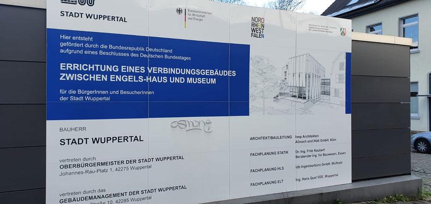 Neubau des Verbindungsbaus zwischen Engelshaus und Museum für Frühindustrialisierung in Wuppertal - Bauschild