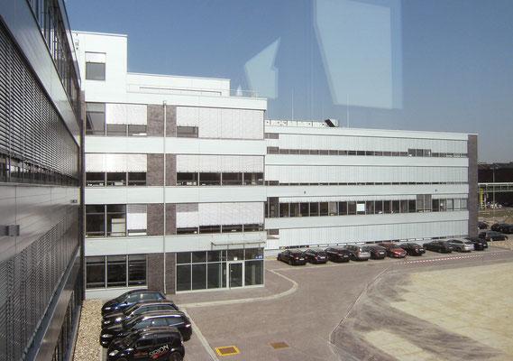Neubau Zentralverwaltung NKT GmbH & Co. KG - Mitarbeitereingang